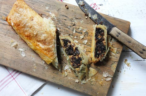 Christmas pudding strudel