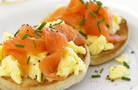 smiked salmon and scrambled eggs on a bagel