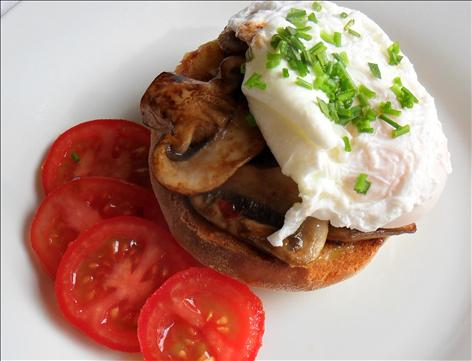 Poach egg, tomato and mushroom on Bagel