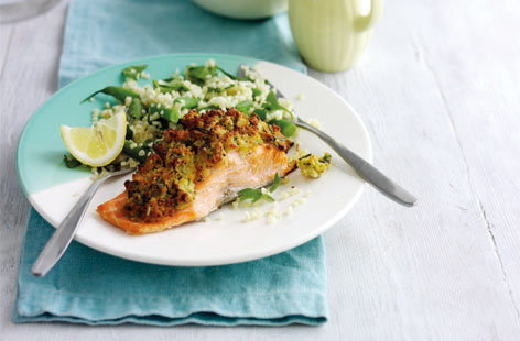 Fennel-crusted salmon with green beans