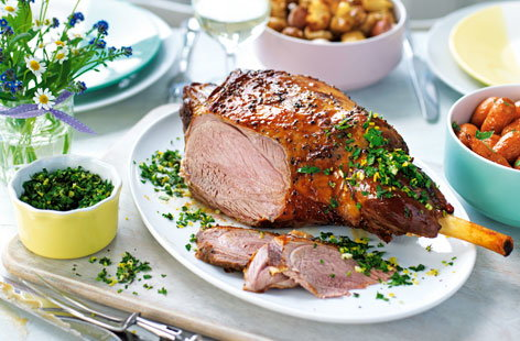 Roast lamb with caramelised onions