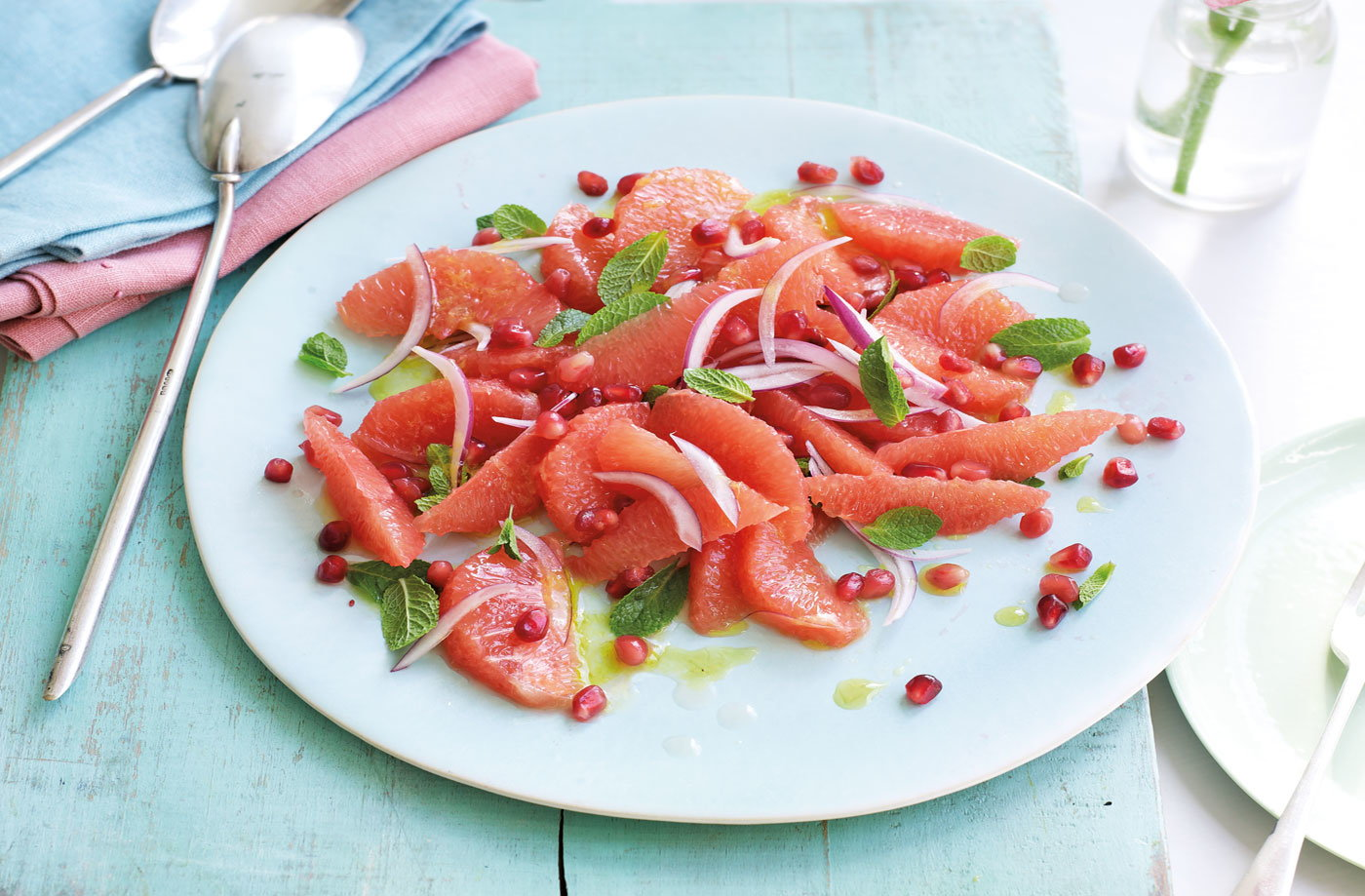 Pink grapefruit, honey and mint salad