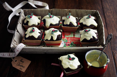 If you're looking for edible gift ideas this festive season, these mini Christmas pudding muffins are just the ticket. The cocoa-flavoured cakes are adorned with white melted chocolate and filled with chocolate chips and raisins. An irresistible gift you won't want to part with.