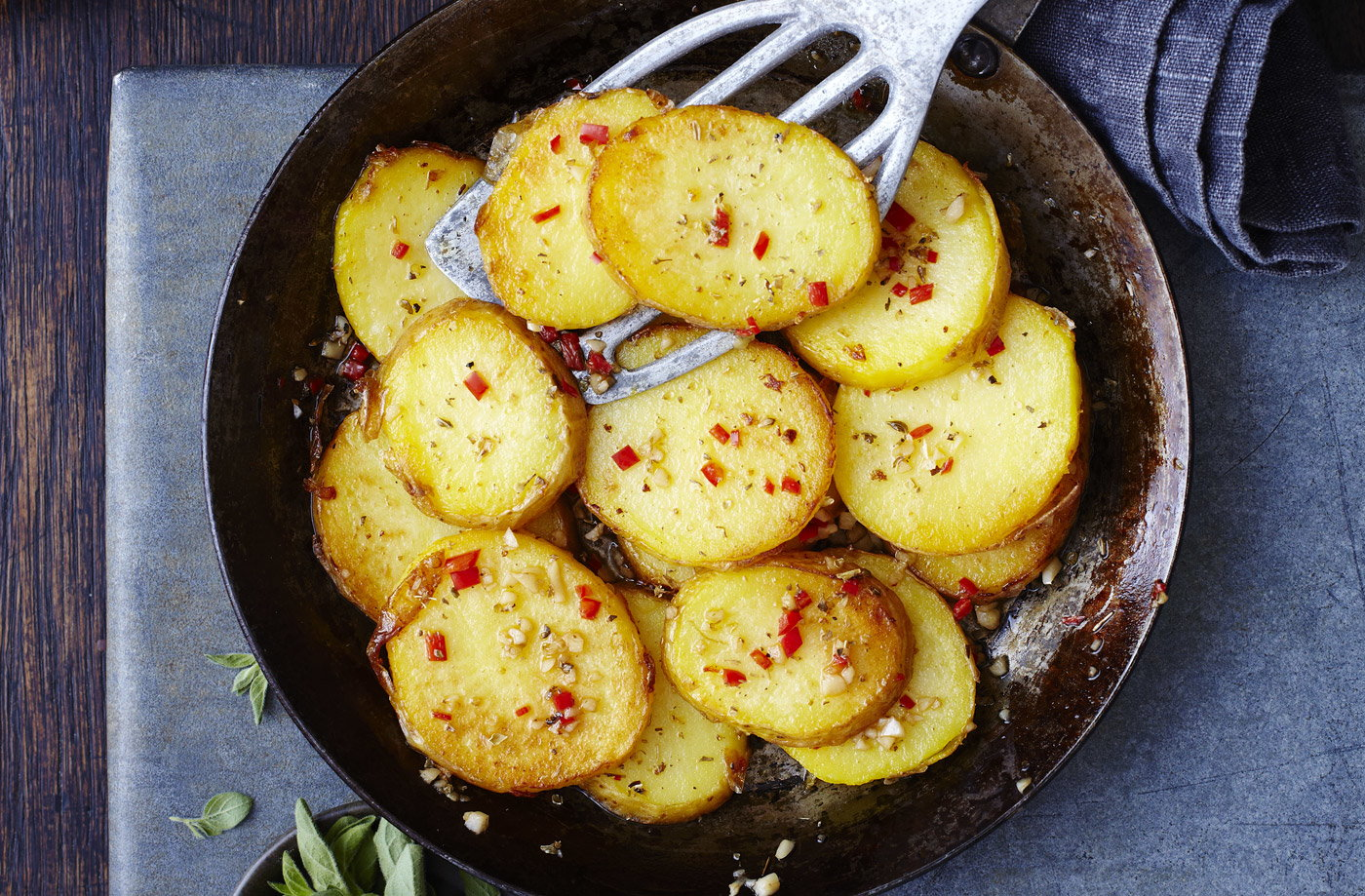 Pan Fried Potatoes With Dried Oregano Garlic And Chilli Tesco Real Food