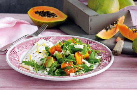 Baked plaice with papaya, feta and rocket salad