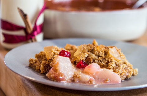 Pear and cranberry gingerbread crumble