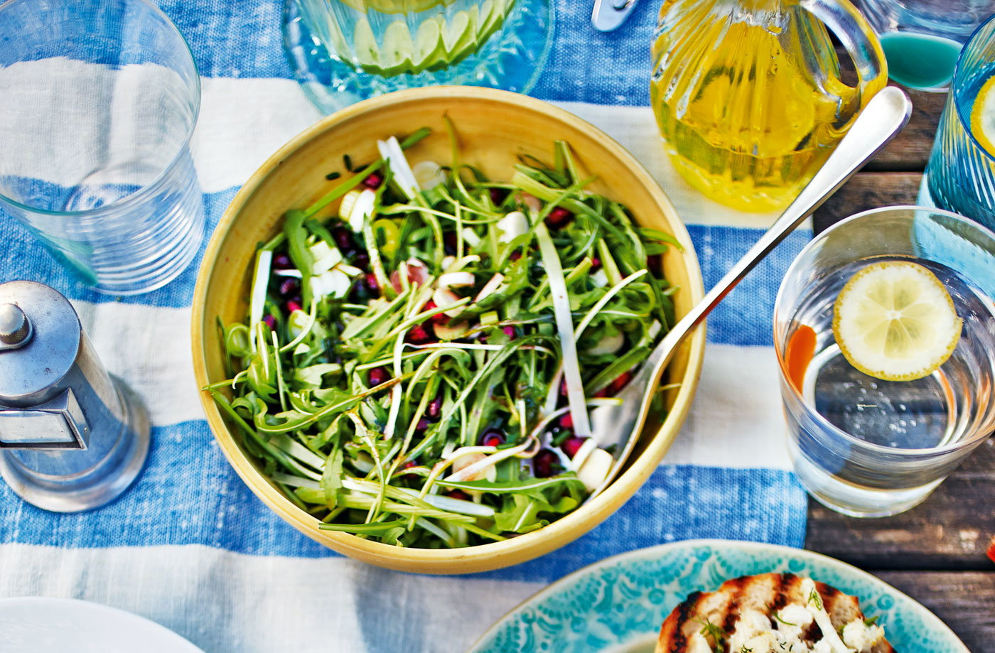 Rocket salad with pomegranate