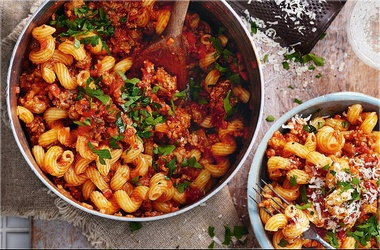 Spicy sausage ragu with spirali