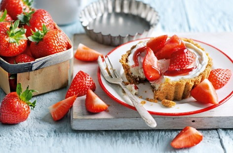 Strawberry cheesecake tarts