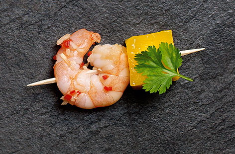 Thai ginger-cured prawns with mango